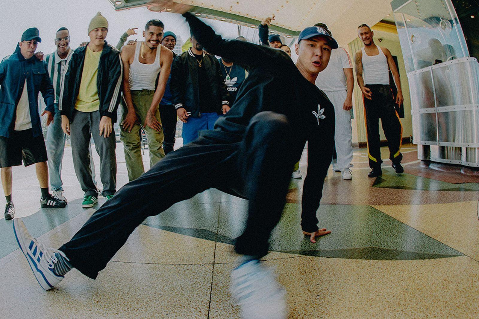 Center: Toonz Background from left to right: Joel, Ryan, Jet, Swap, Fresh, Yuri