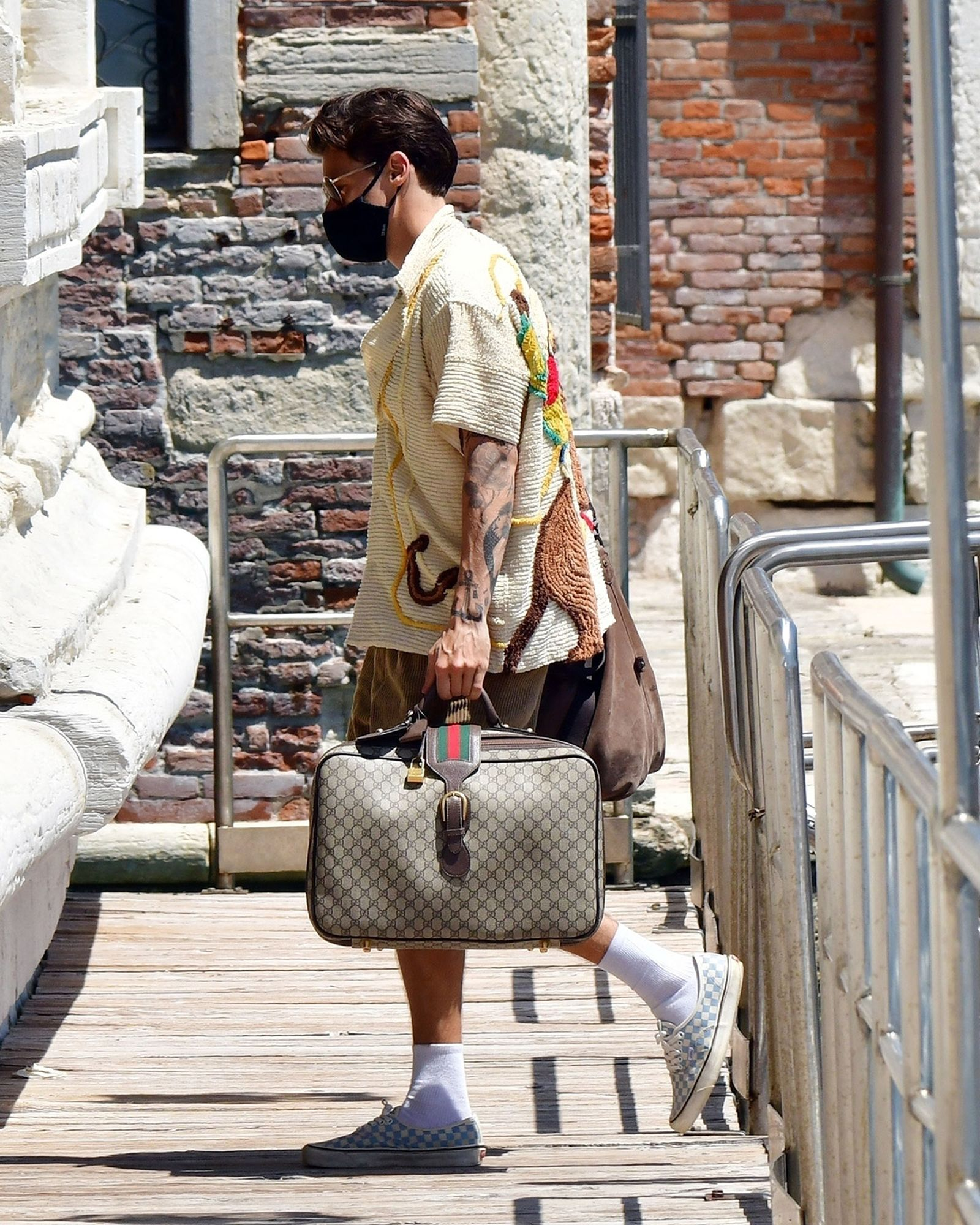 harry-styles-outfit-venice-02