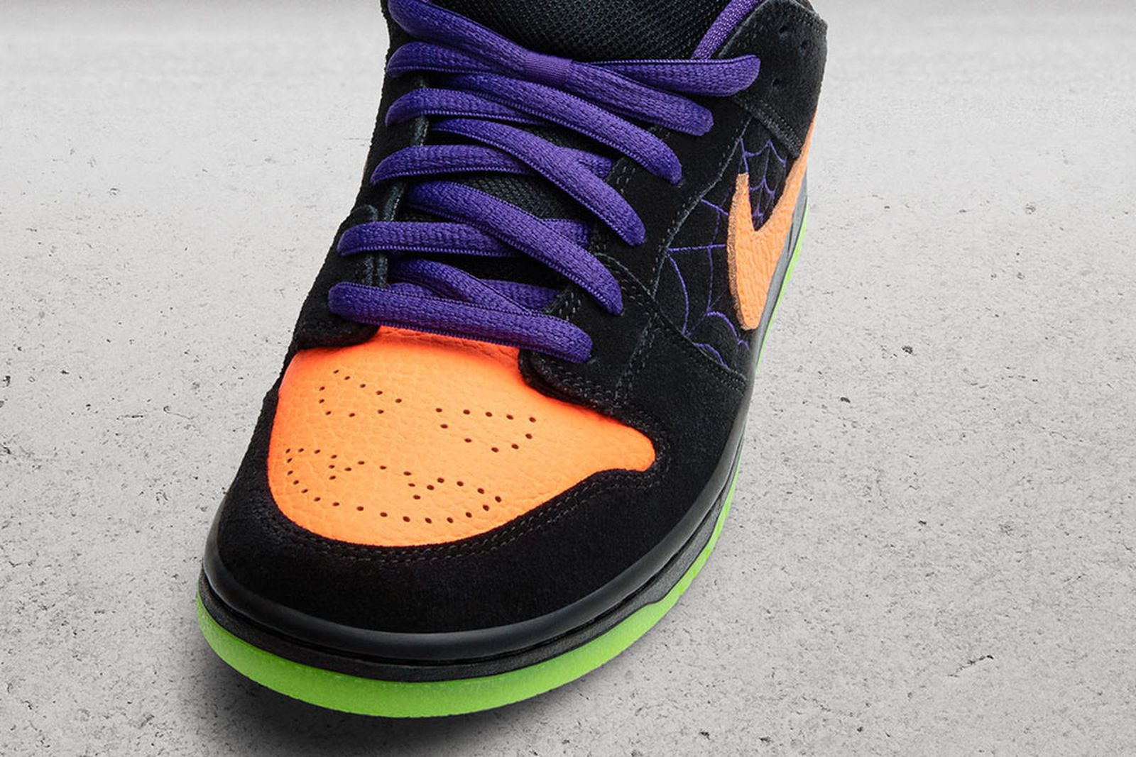 "Nike SB Dunk Lo ""Night of Mischief"""