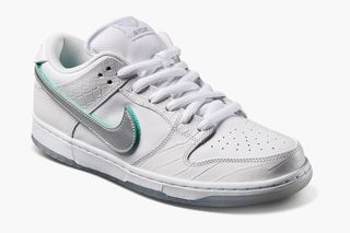 "online store ec446 6f6e2 Pairs From the New Nike SB ""Diamond"" Dunk Collection Drop Today"