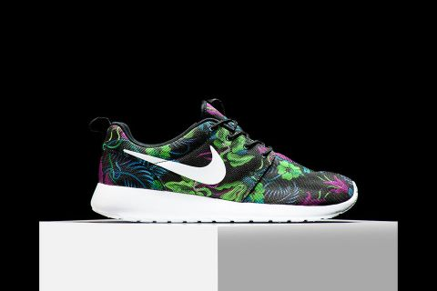 100d4d4e6e3a Nike presents a nice floral look on this new take of the low-top Roshe Run.  The lightweight sneaker here features canvas upper construction resting  atop a ...