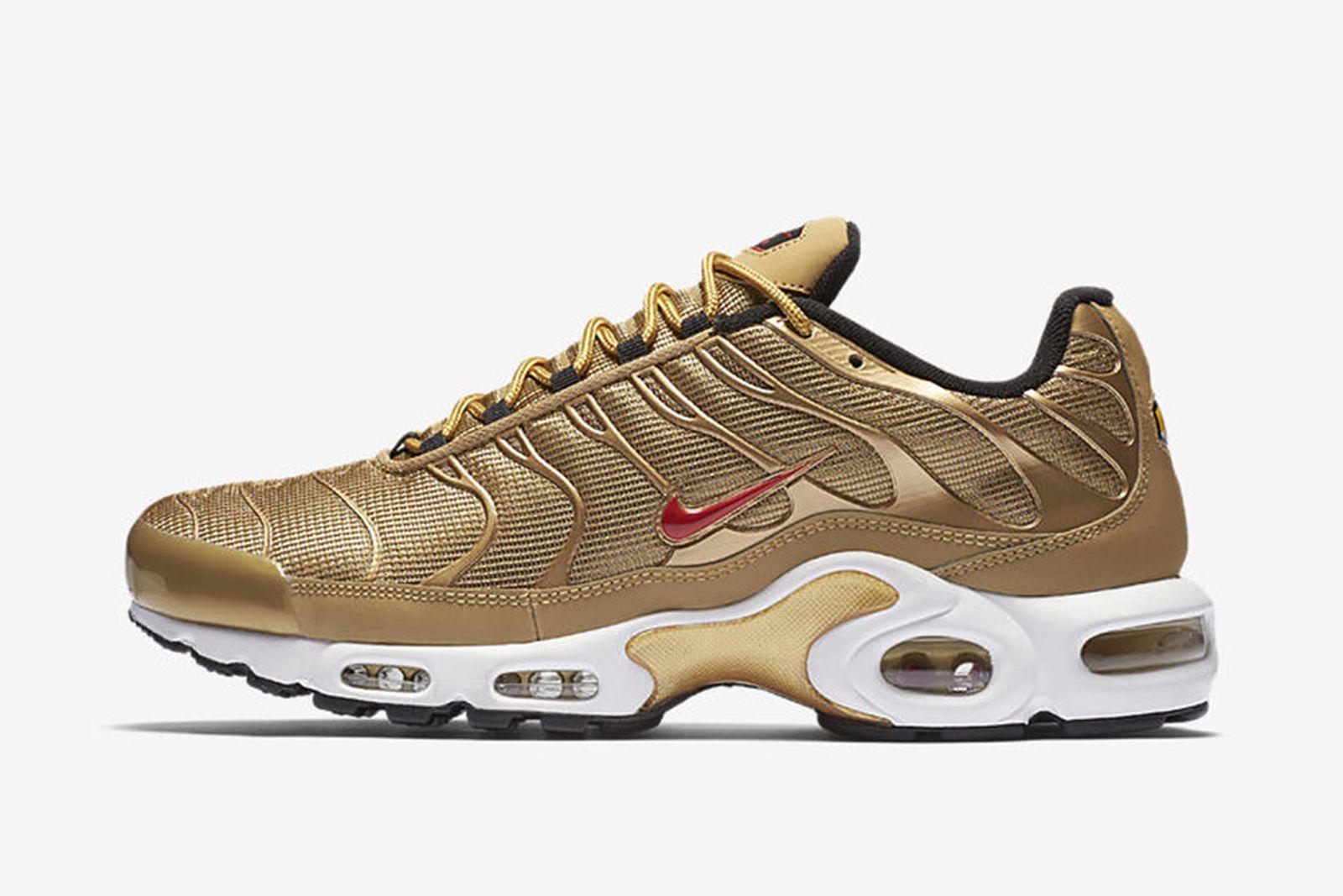 nike-air-vapormax-97-metallic-gold-release-price-07