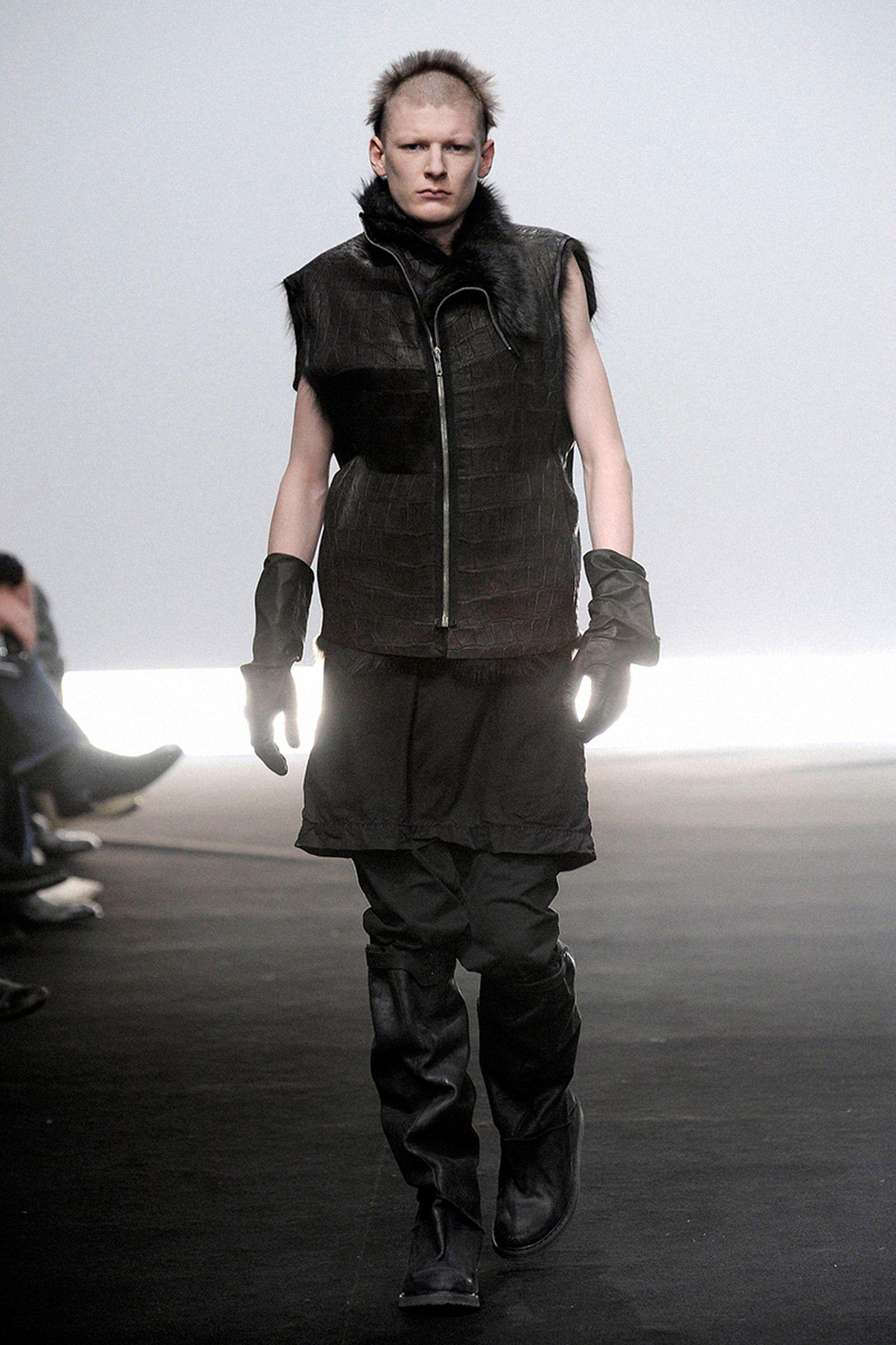 the-12-fashion-shows-that-changed-mens-fashion-rick-owens-013