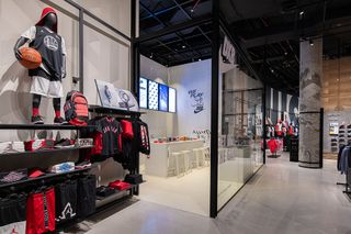 Deber Directamente Sombra  Nike's New Dubai Store: Find Out About the Location Here