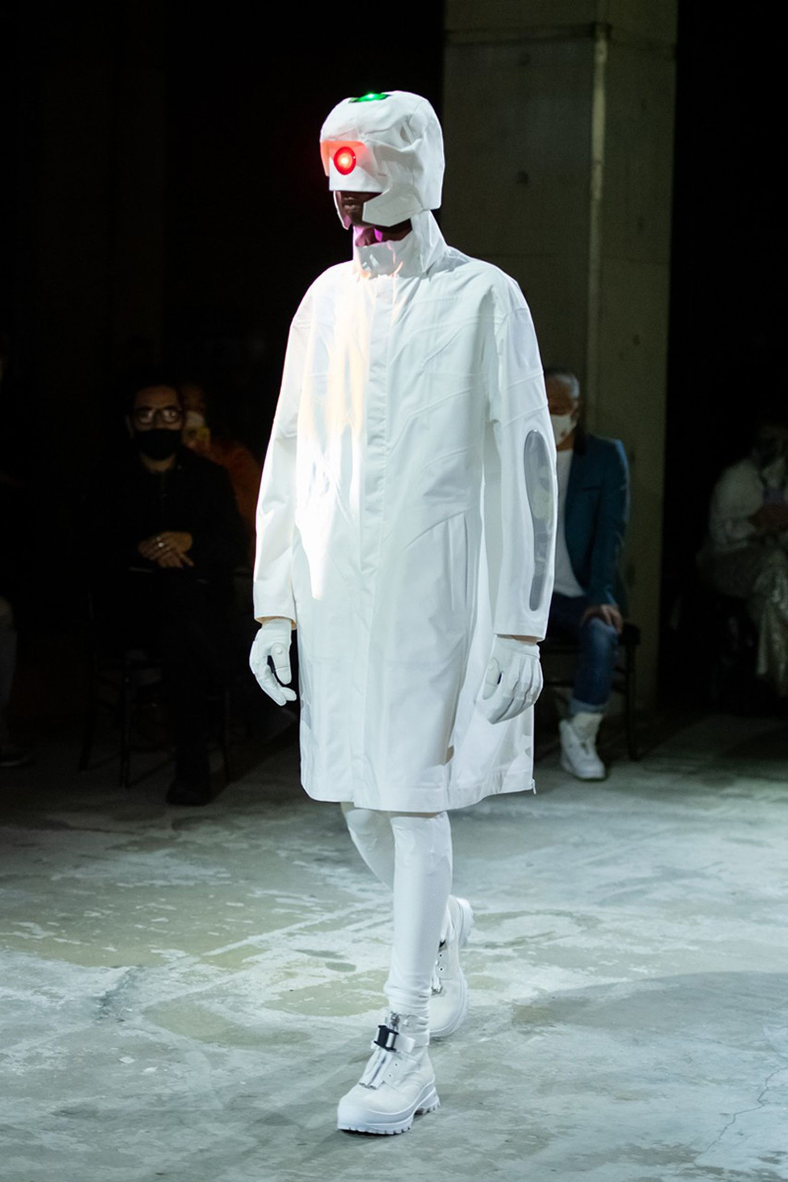 undercover-fw21-show-tokyo-fashion-week-05