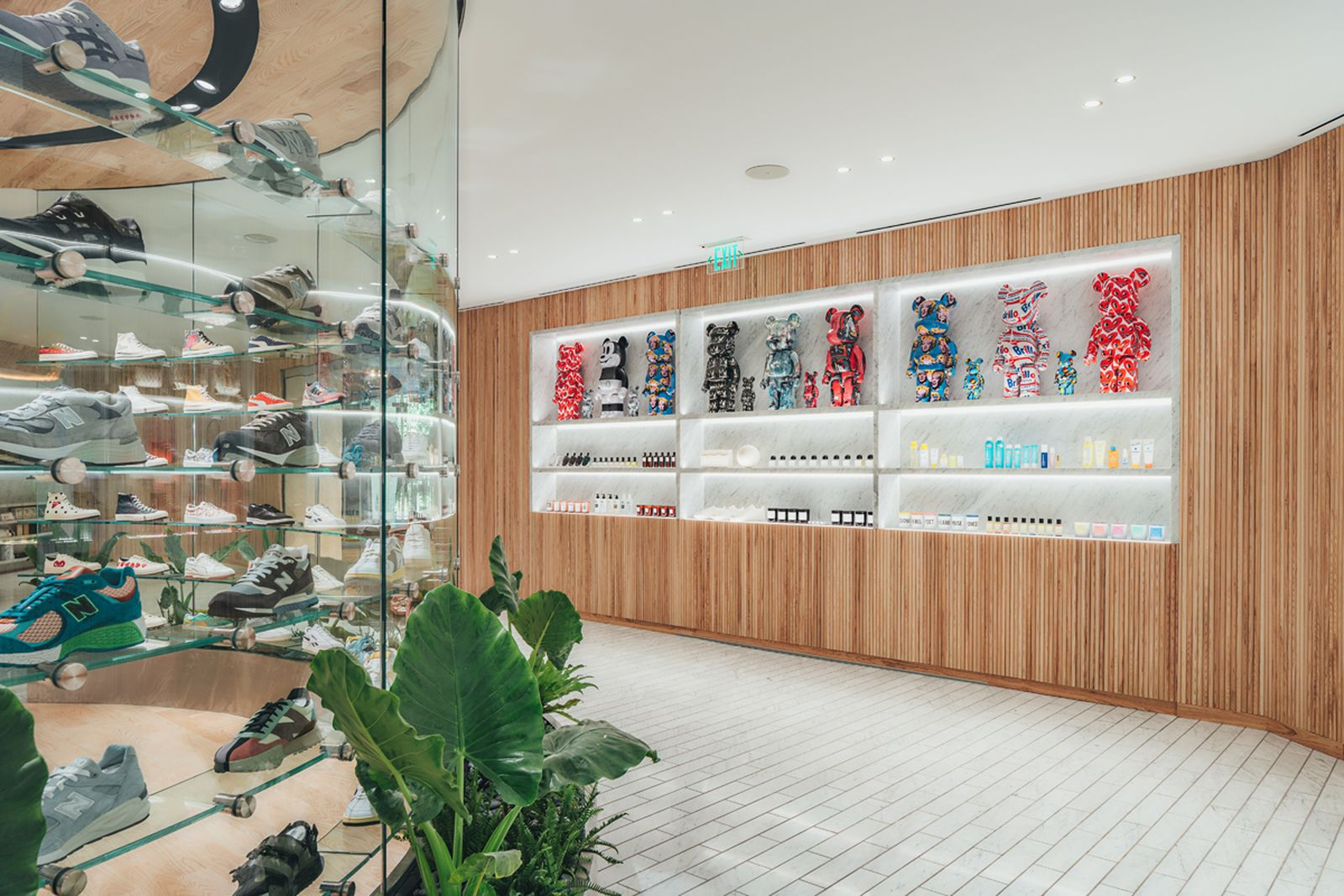 kith-hawaii-store-inside-air-force-1 (11)