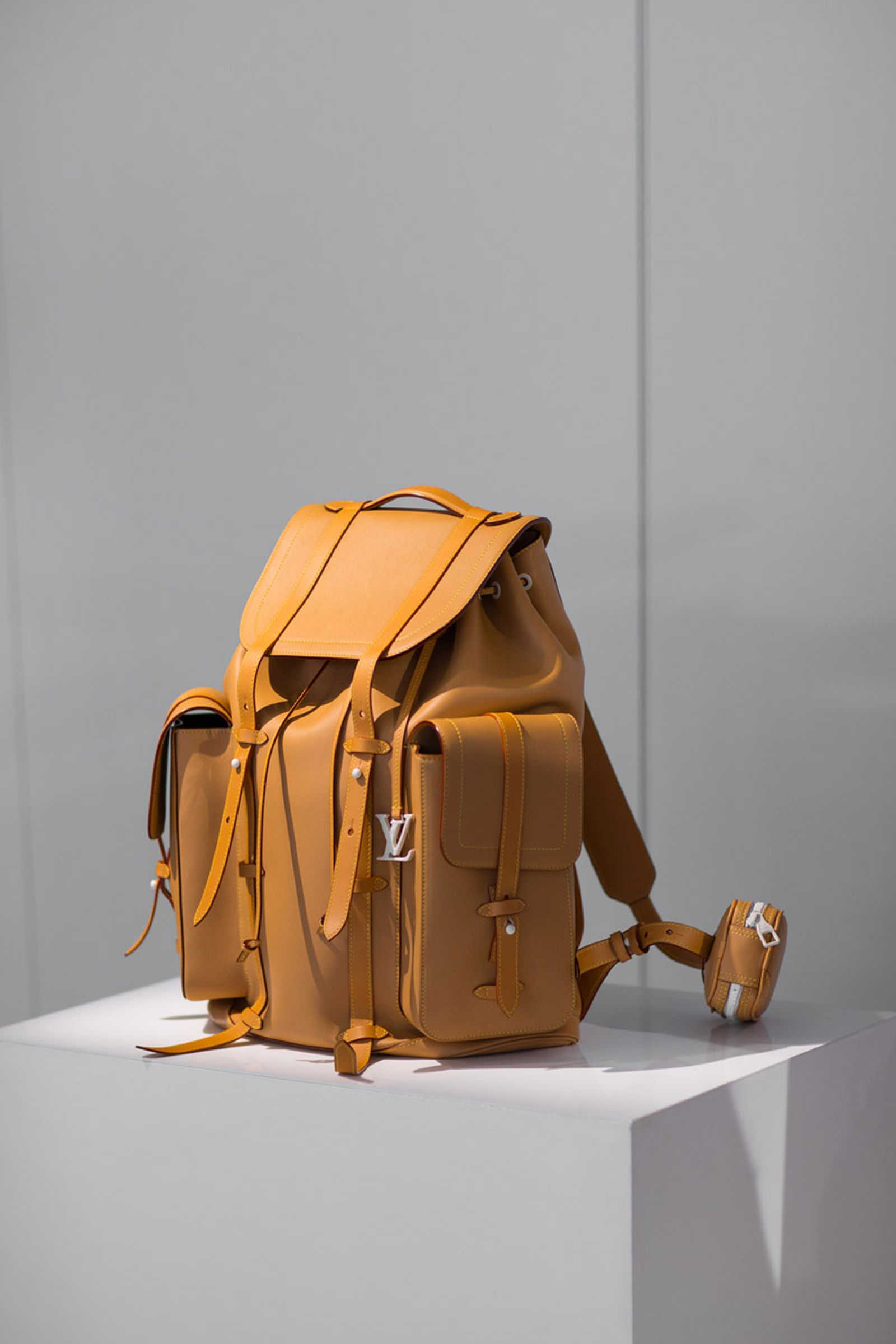 louis vuitton ss19 showroom accessories PFW18 Spring/Summer 2019