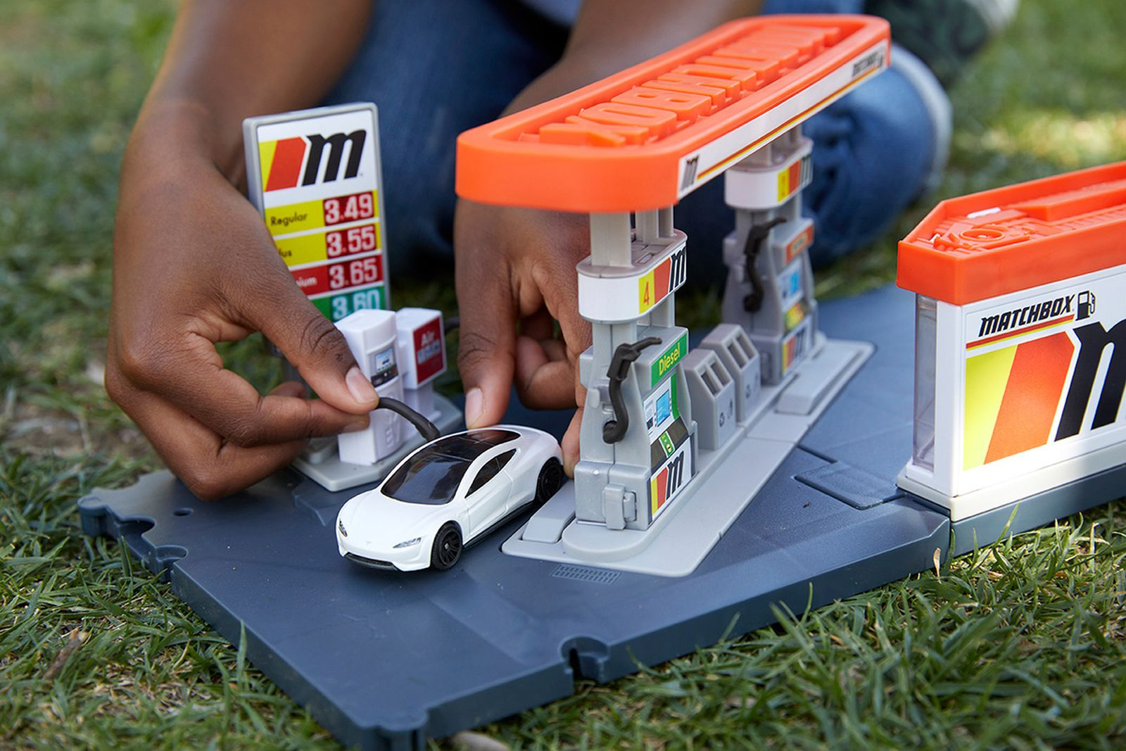 mattel-matchbox-tesla-roadster-04