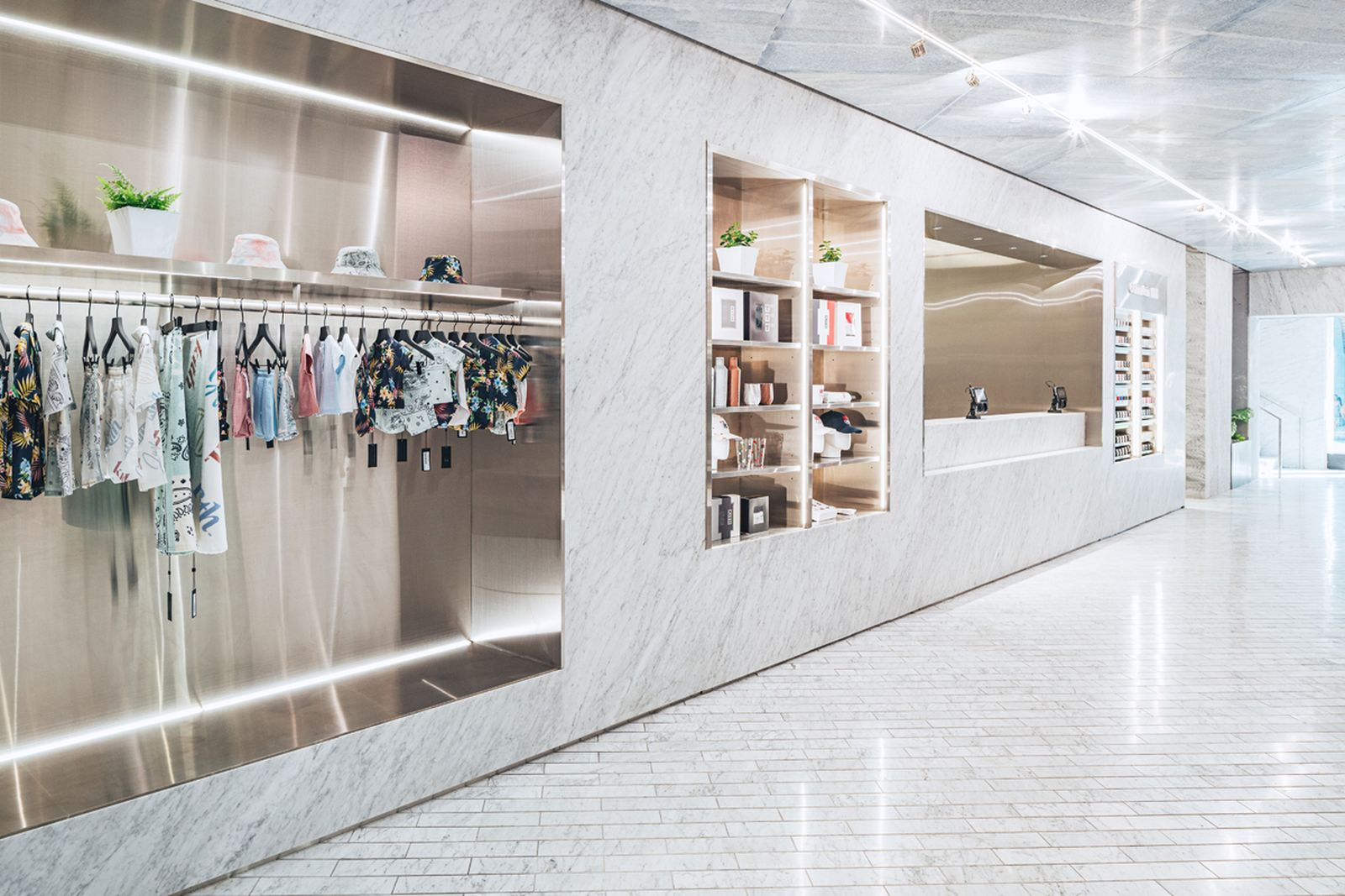 kith-hawaii-store-inside-air-force-1 (3)