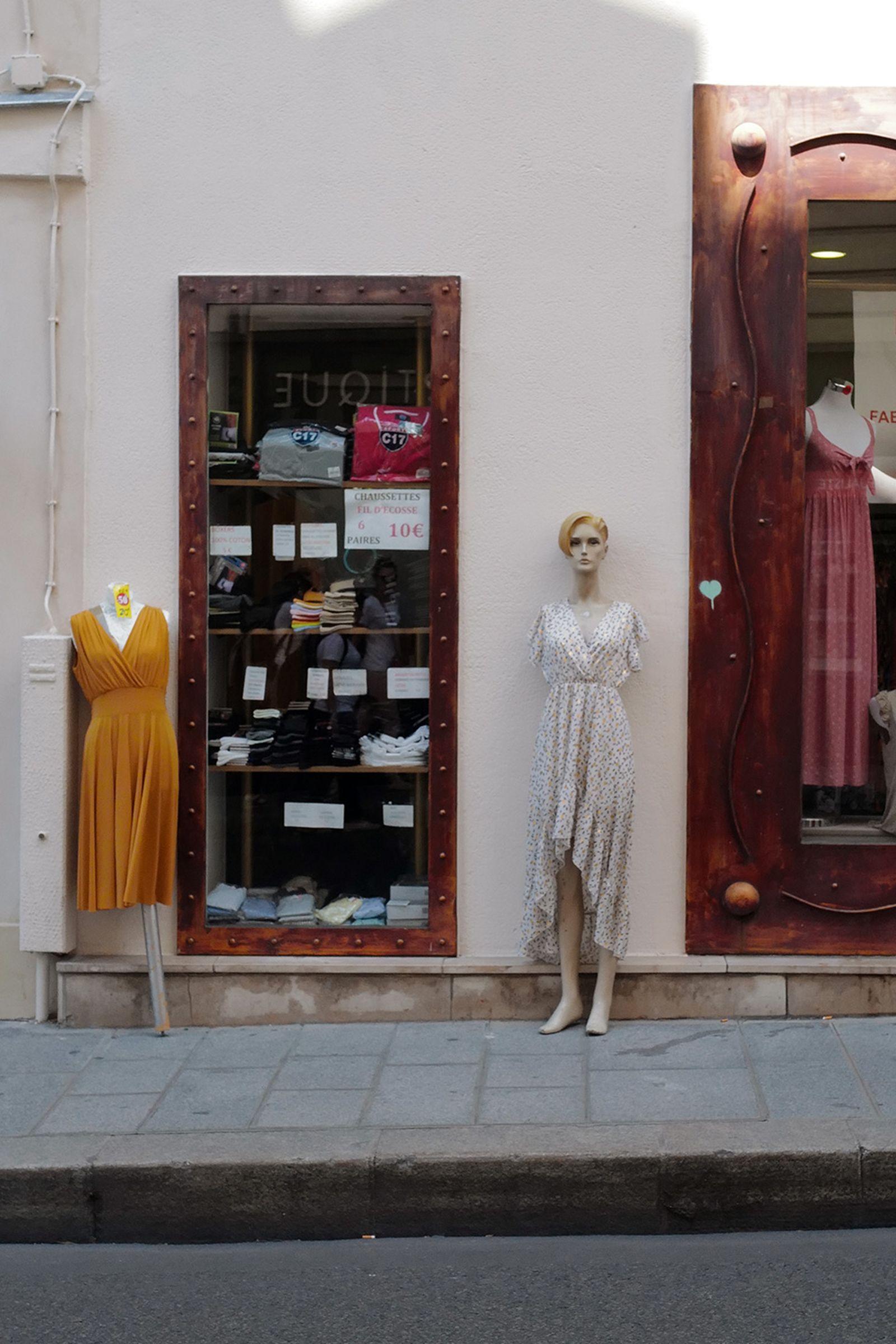 J1070558 Leica Q2 paris fashion week