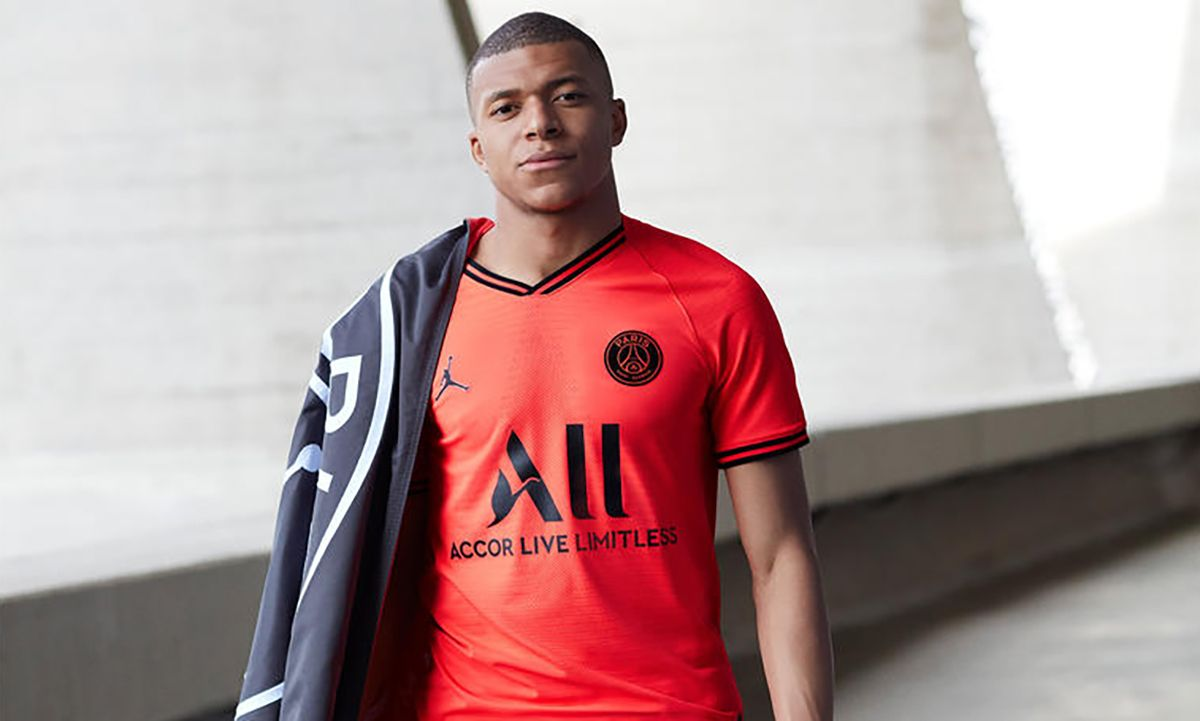 new product 113bc 77b16 Jordan Brand Debuts Infrared Paris Saint-Germain Kit