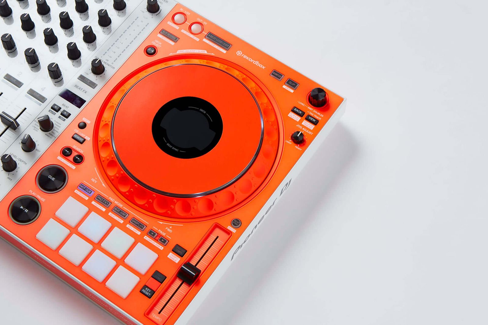 off-white-pioneer-dj-controller-apparel-collab- (5)