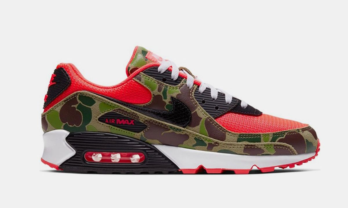 Secure the Nike Air Max 90 Reverse