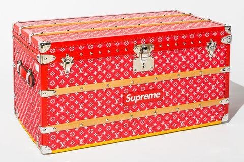 51bd4ec3276b Supreme x Louis Vuitton Trunk to Fetch More Than  100K at Auction