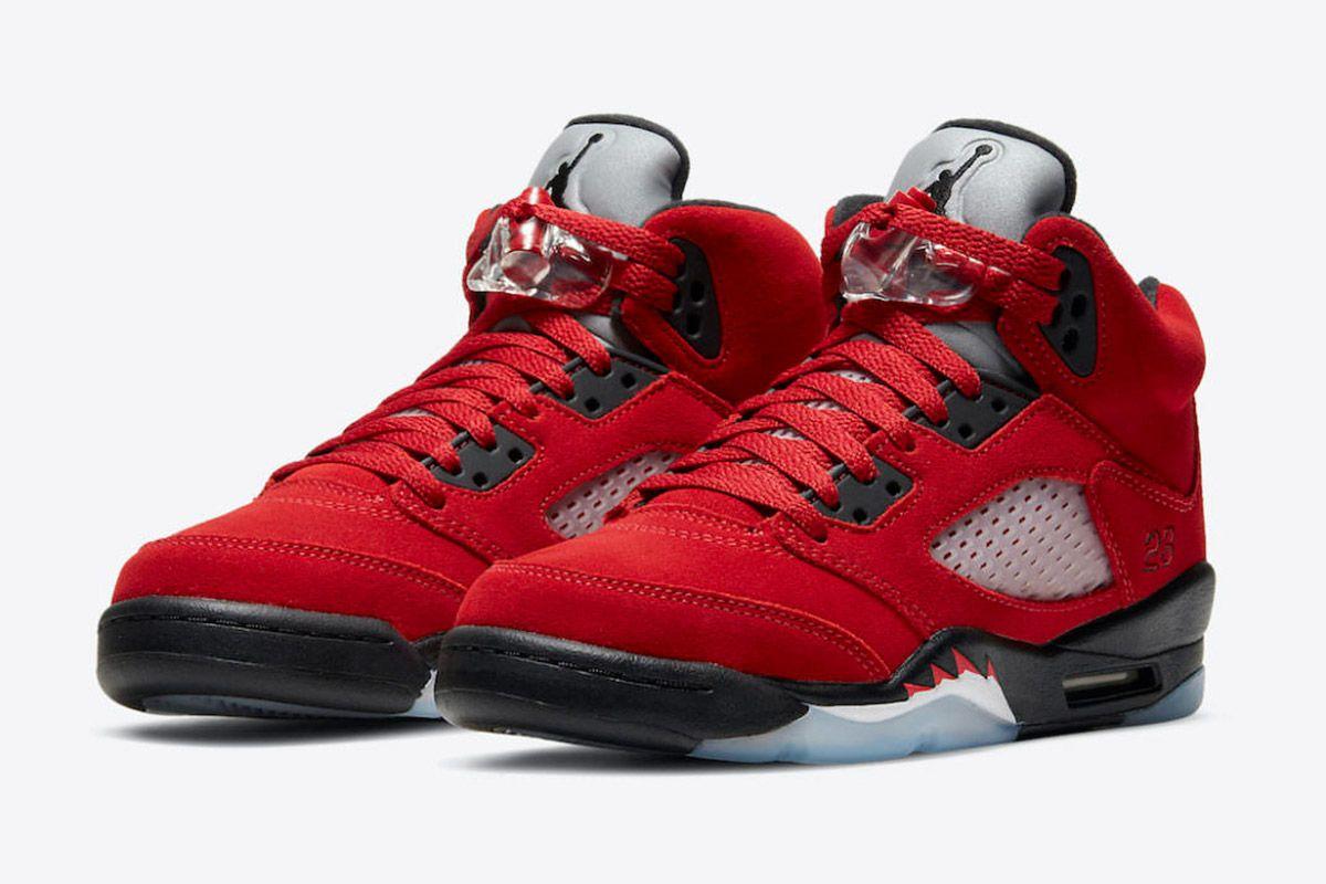 """Nike Could Be Bringing Back 2009's """"Raging Bull"""" Air Jordan 5 3"""