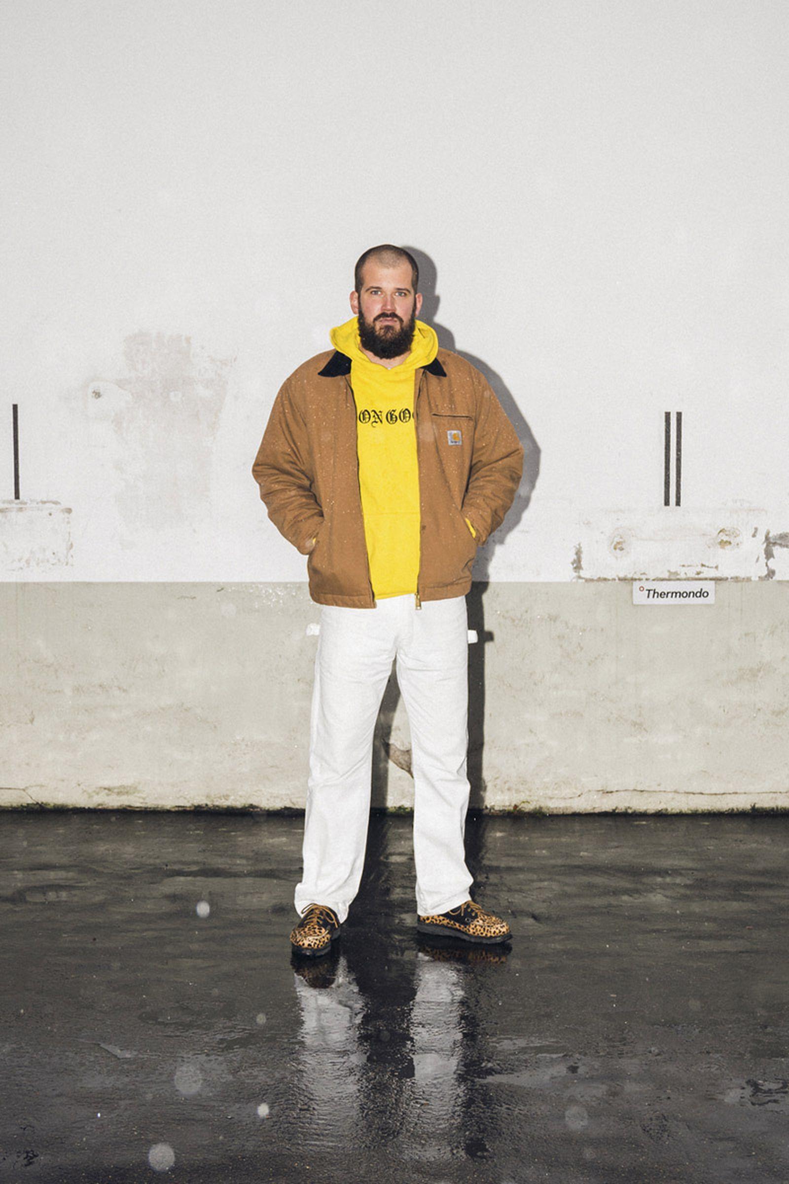 beinghunted-robert-smithson-not-in-paris-@hendrikjuergens-800x1200