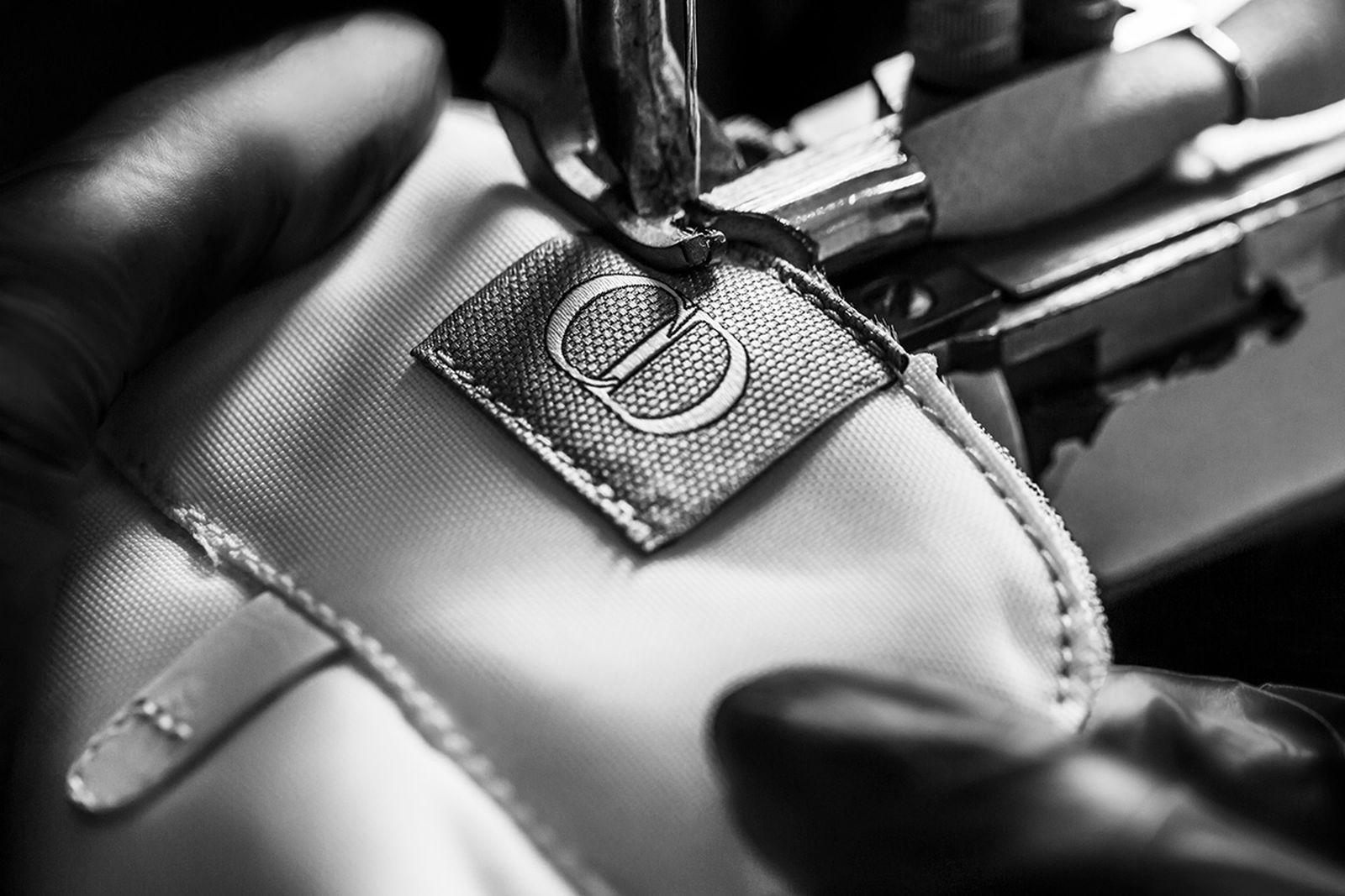 dior-b27-sneaker-release-date-price-new-05