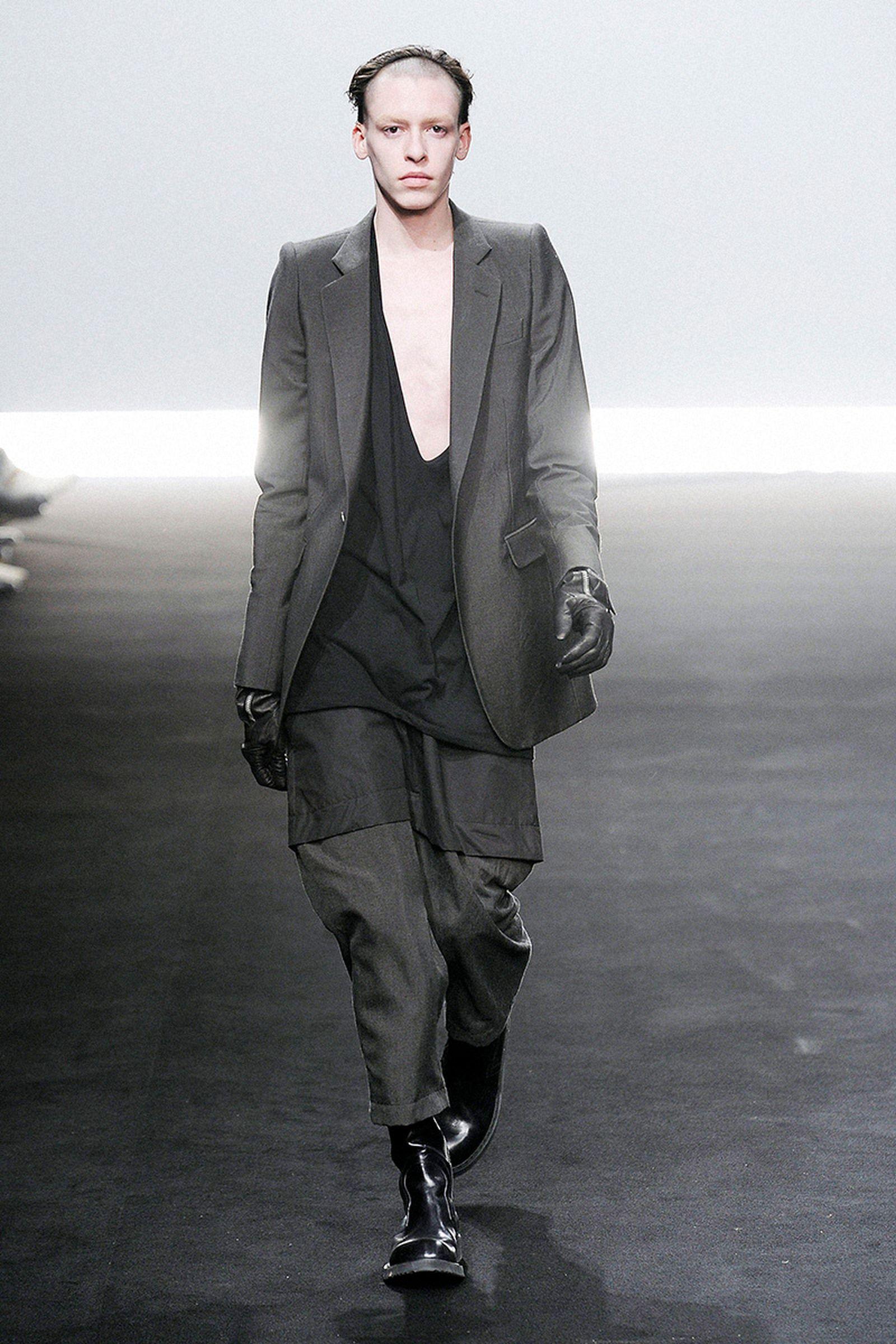 the-12-fashion-shows-that-changed-mens-fashion-rick-owens-06