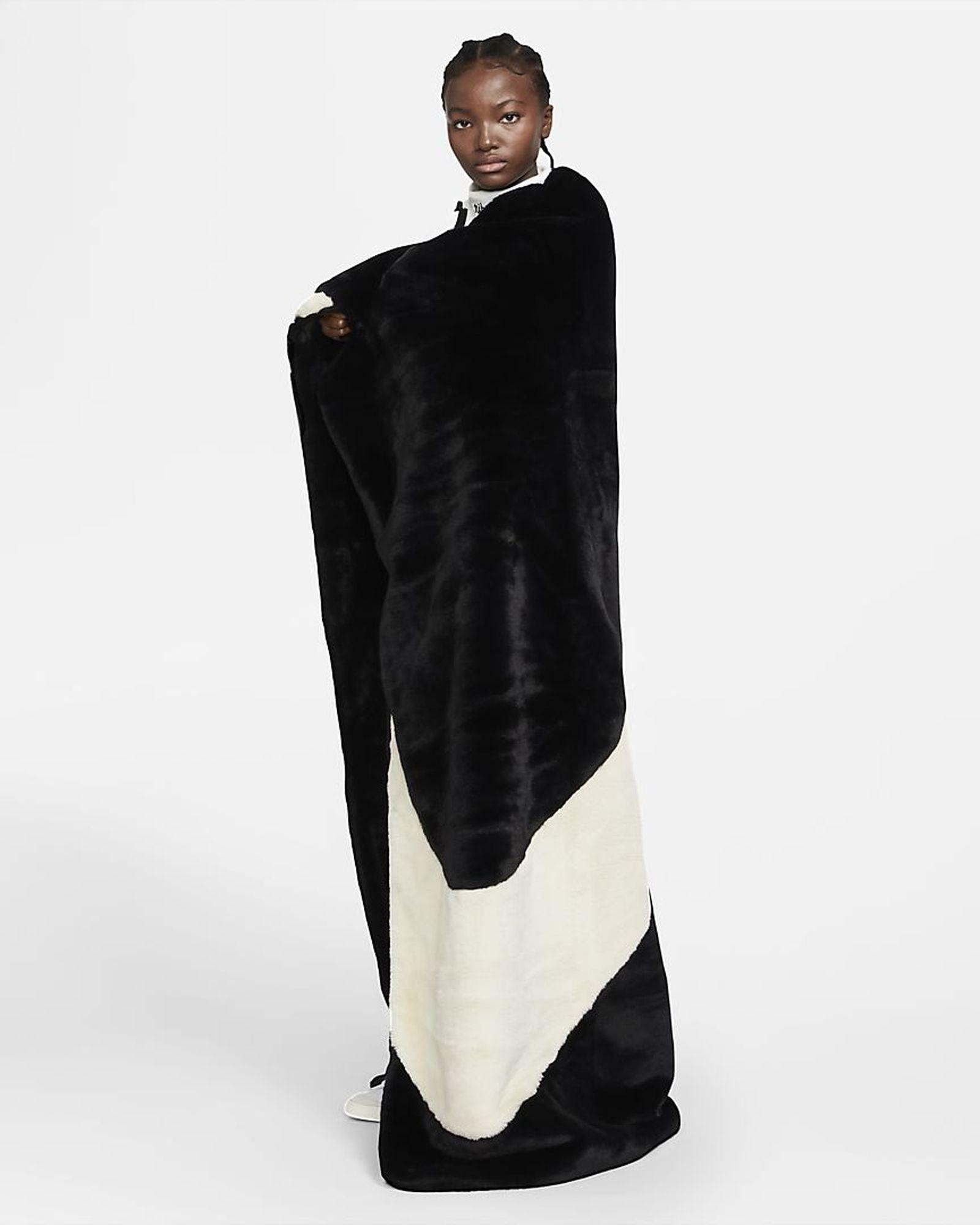 nike-swoosh-blanket-02