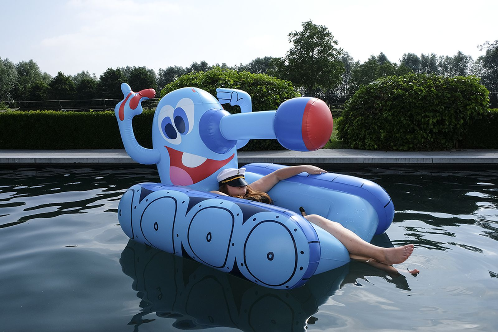 case studyo todd james tank pool float