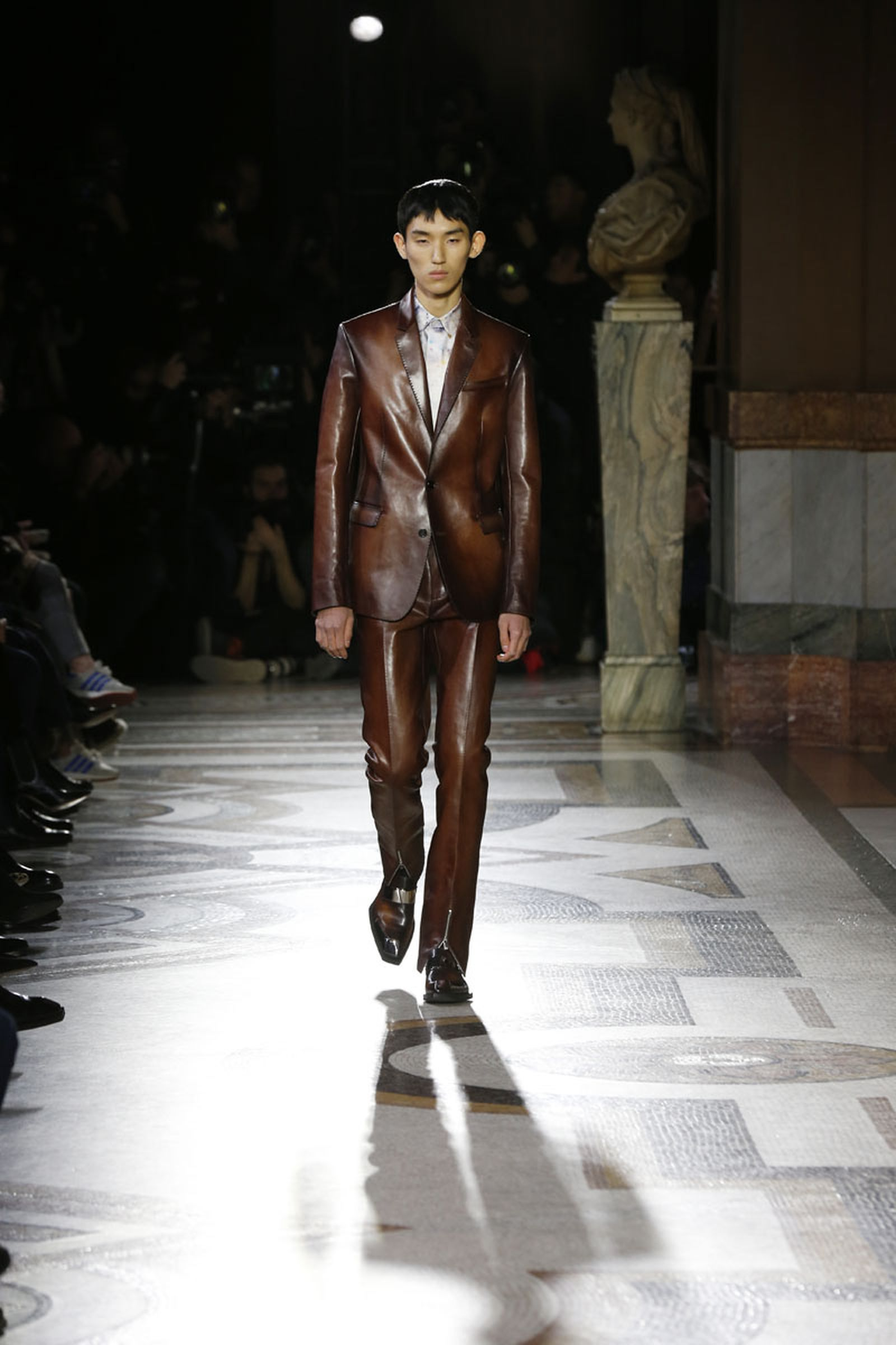 1berluti fw19 paris fashion week pfw19 runway