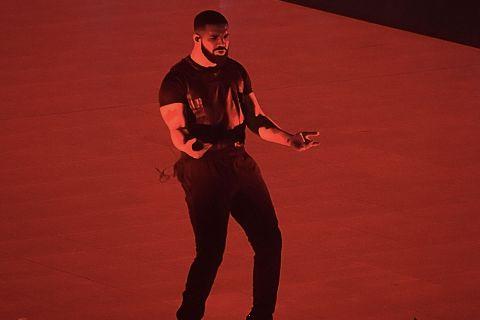 964b23d9cf67 Watch Drake Bring Out Travis Scott & LeBron James at LA Tour Stop