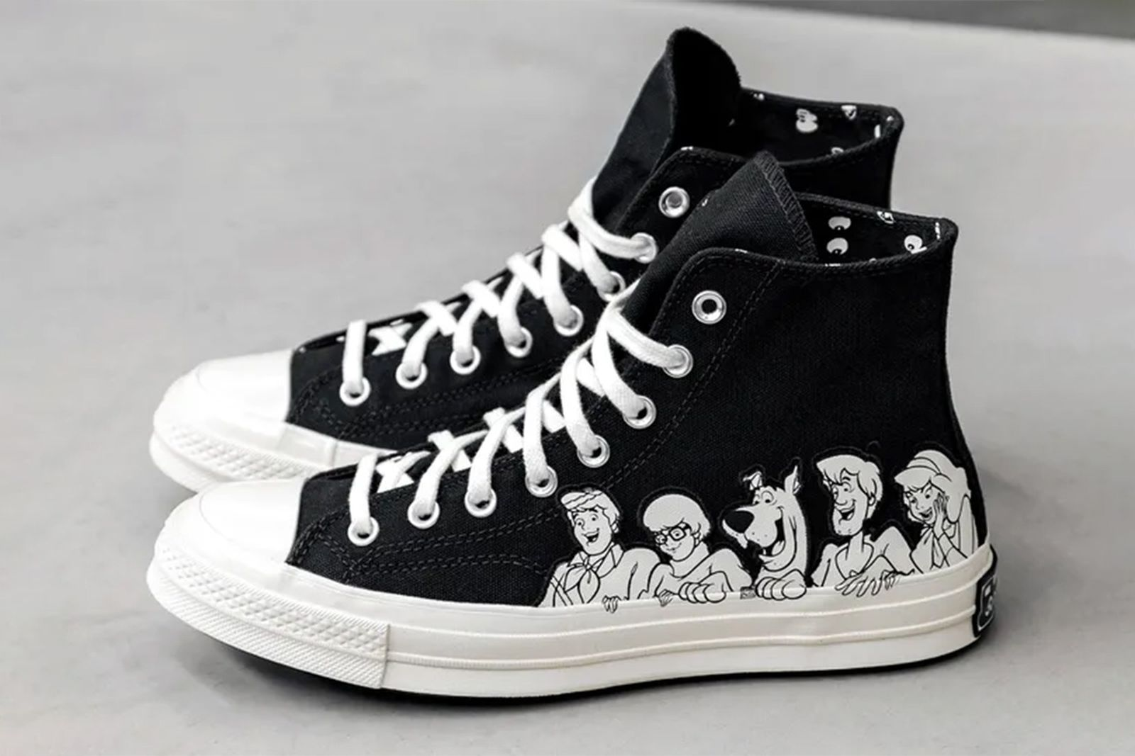 scooby doo-themed converse chuck 70 hi in black and white