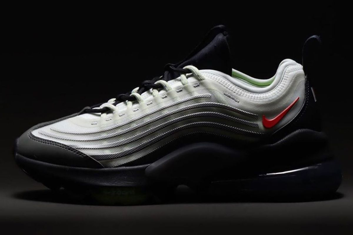 Nike Air max Zoom 950 product shot black background