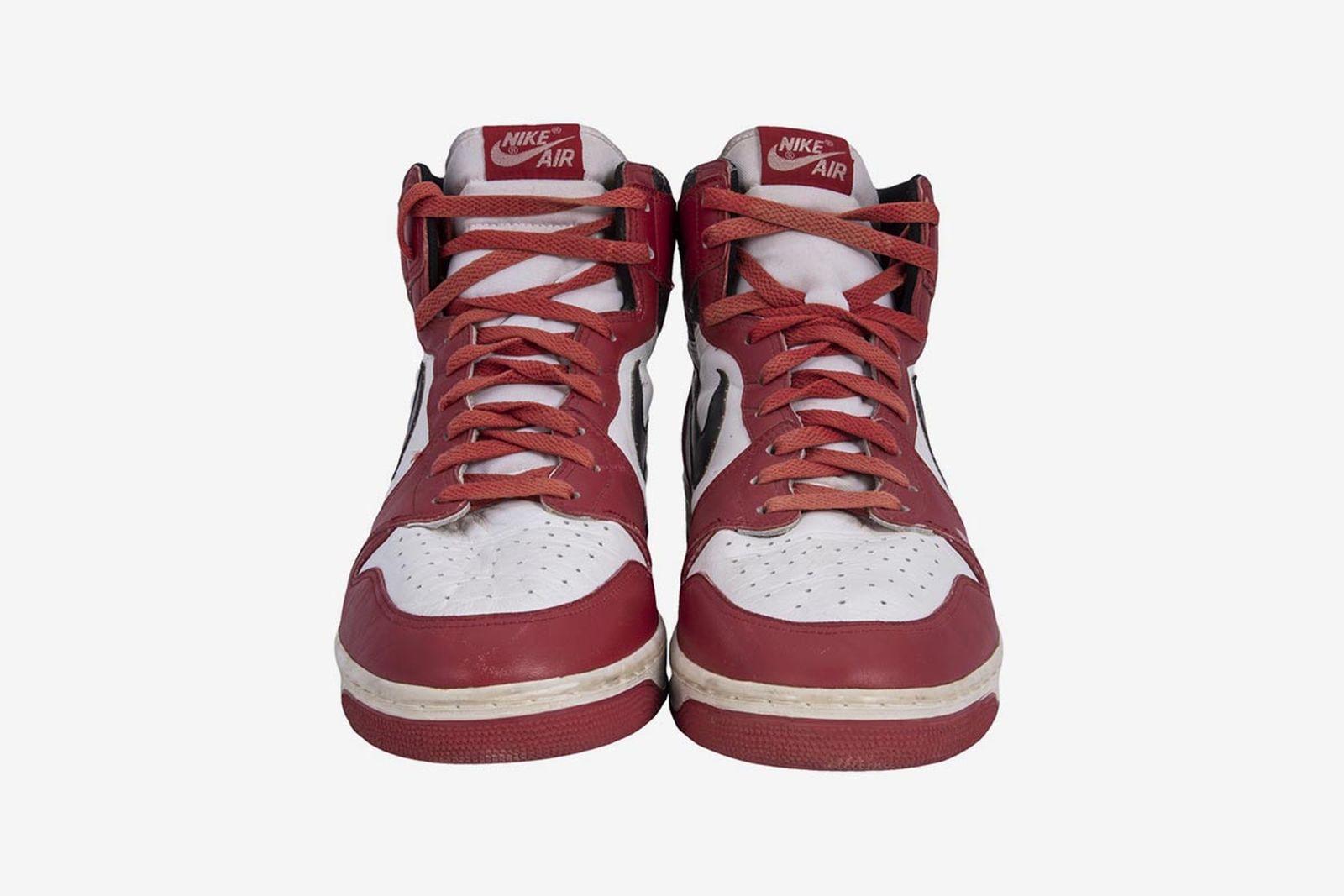 michael-jordan-air-jordan-1-dunk-sole-auctioning-800k-04