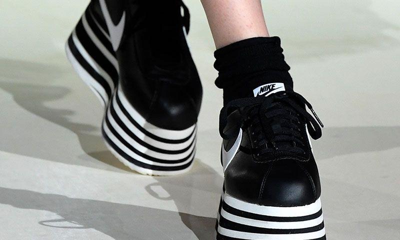 zapatilla Ondas Lengua macarrónica  COMME des GARÇONS Reveals New FW18 Platform Nike Cortez at PFW