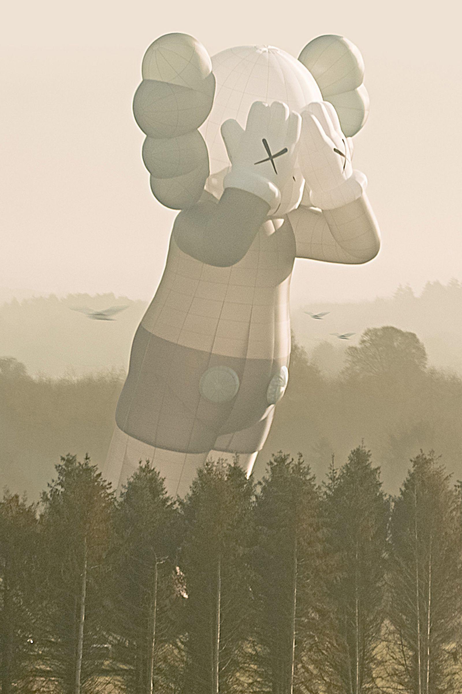 kaws-holiday-bristol-hot-air-balloon-companion (5)