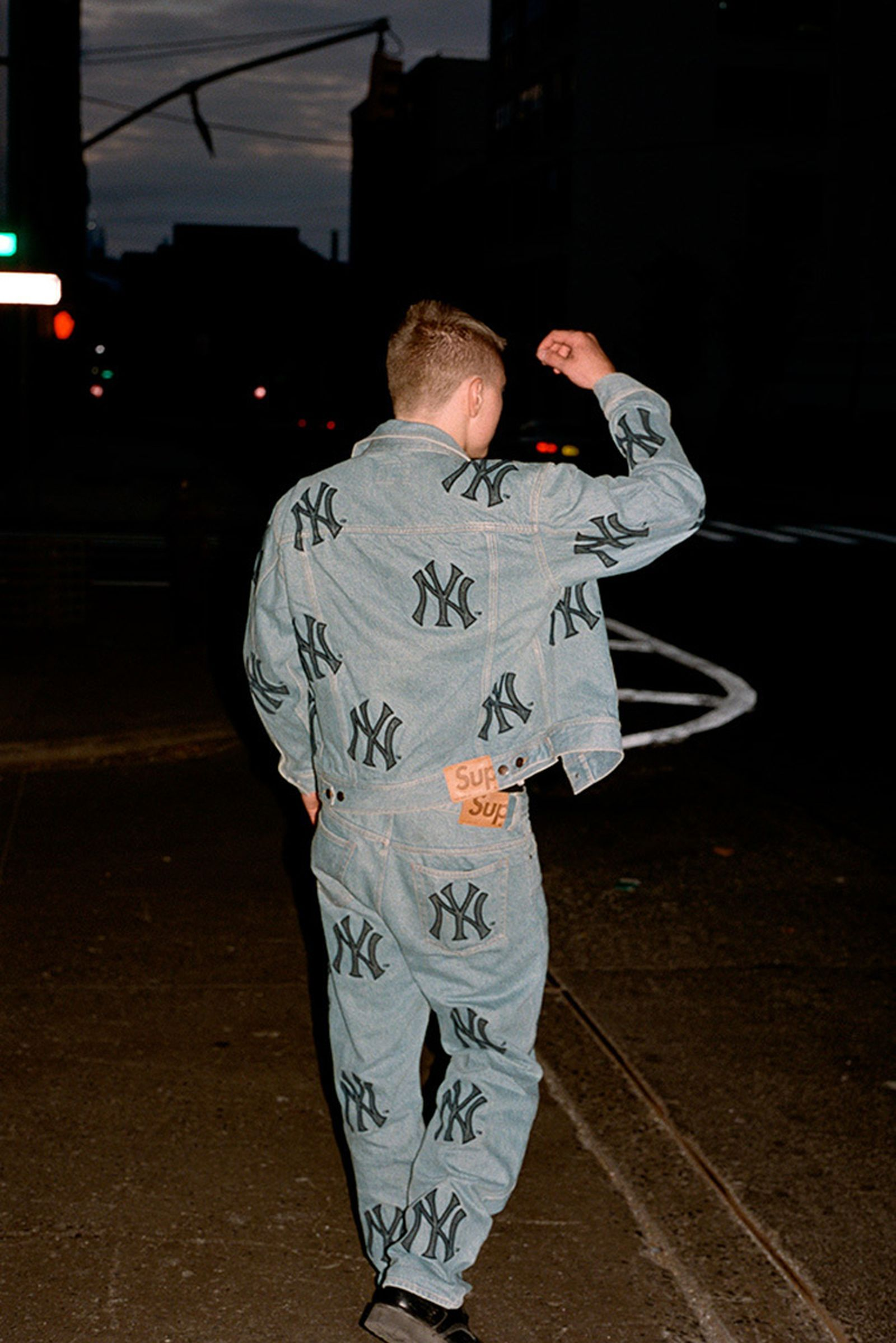 supreme-new-york-yankees-fw21-collection-lb-9