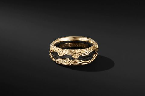 Waves Band Ring in 18K Yellow Gold w/ Forged Carbon