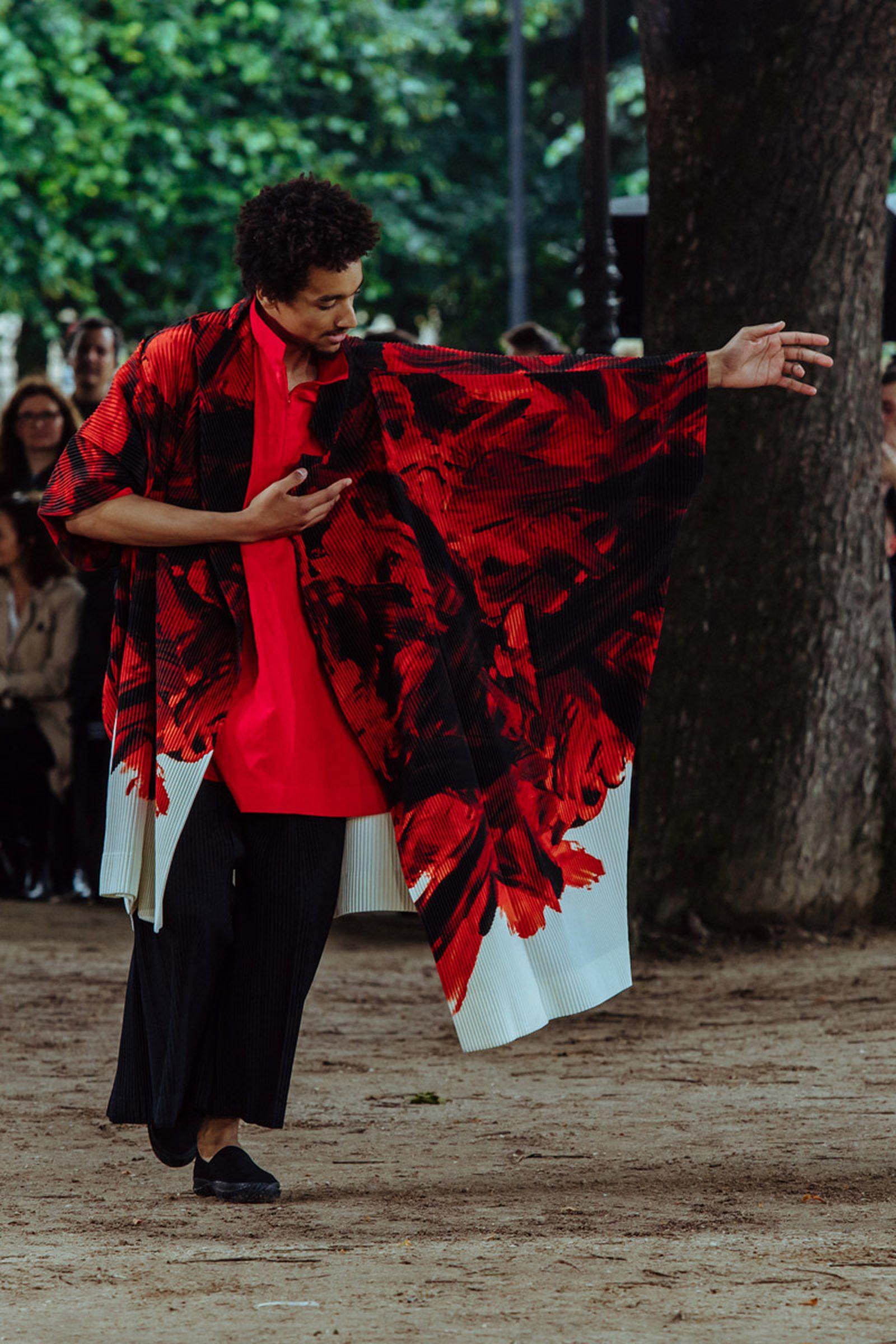 MSS20 Paris IsseyMiyake JulienTell ForWeb 10 Issey Miyake HOMME PLISSÉ paris fashion week runway