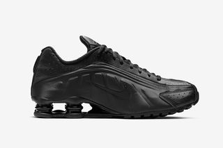 "the latest a3748 18a3c Nike Shox R4 ""Triple Black""  Release Information"
