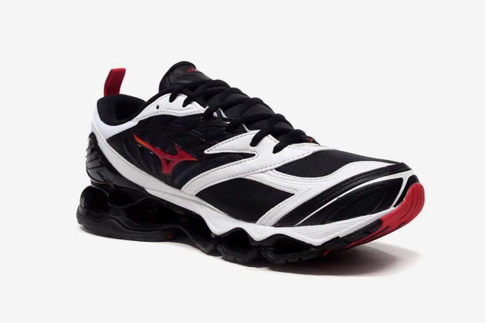 Mizuno Proves You Should Ride the Wave & Other Sneaker News Worth a Read 78
