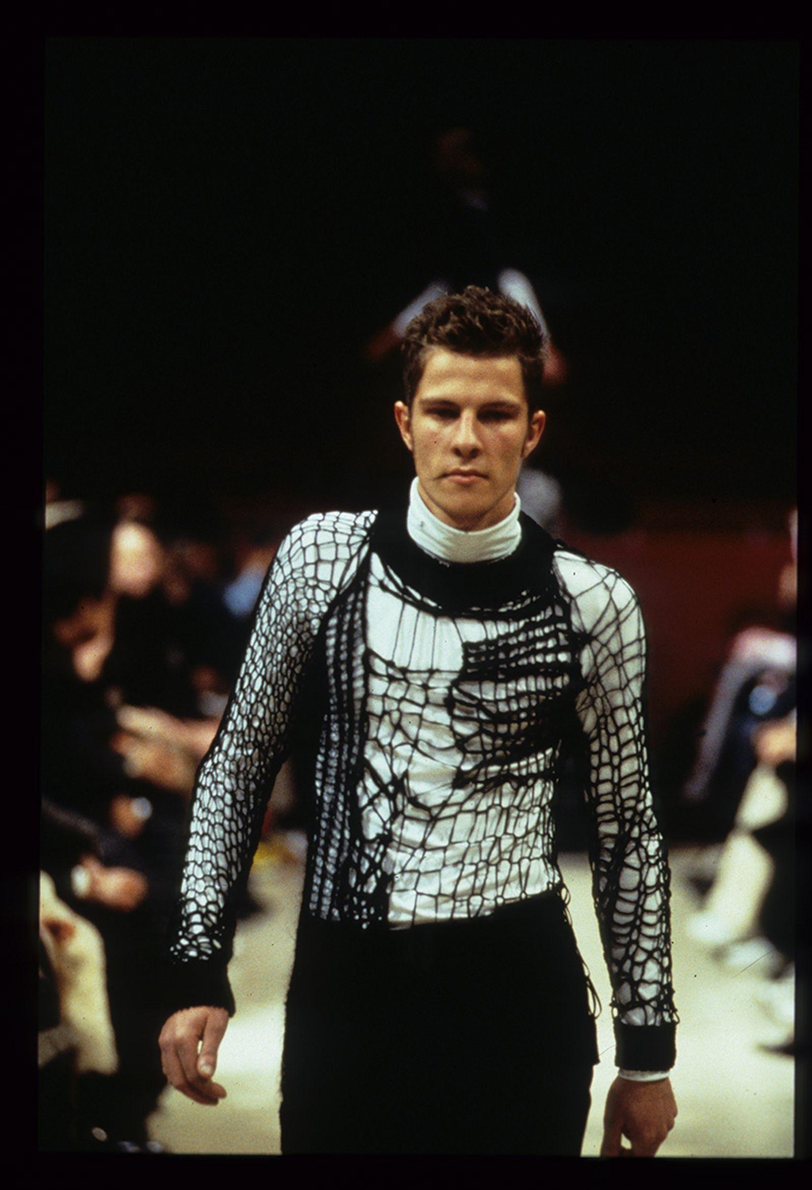 the-12-fashion-shows-that-changed-mens-fashion-raf-simons-aw98-02