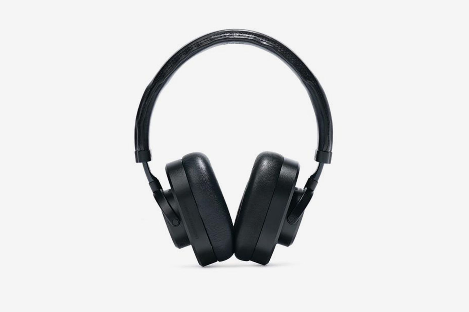 master-dynamic-engineered-garments-headphone-03