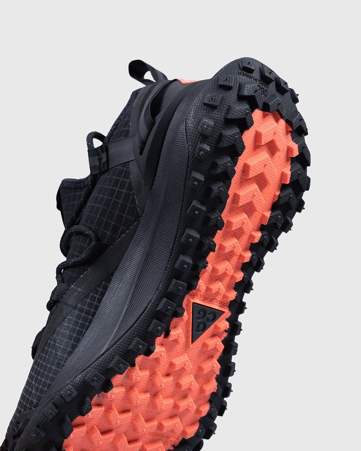 NIKE ACG - ACG MOUNTAIN FLY LOW ANTHRACITE - Image 5