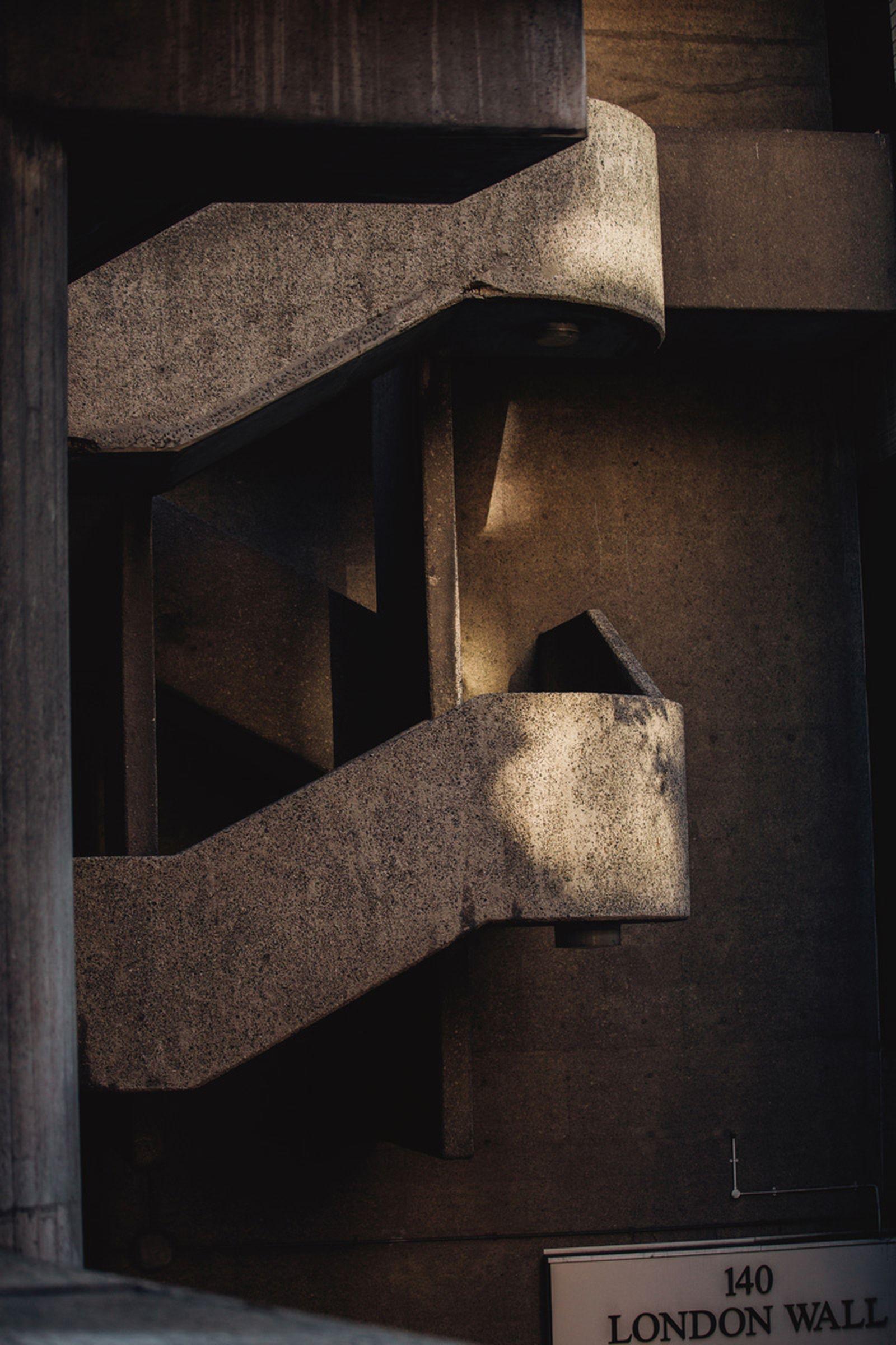 prada-black-fragrance-urban-exploration-6