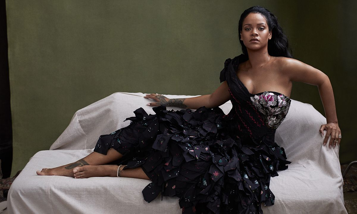"""Rihanna on Turning Down the Superbowl Halftime Show: """"I Couldn't be a Sellout"""""""