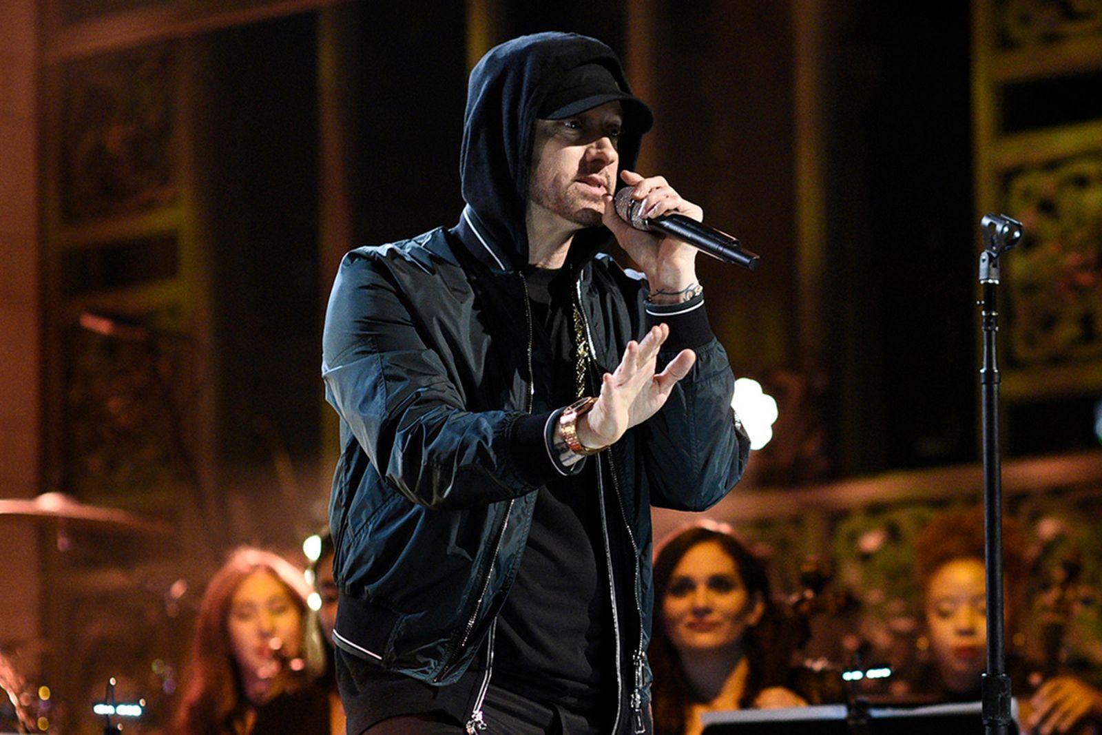 Eminem performs a Medley in Studio 8H