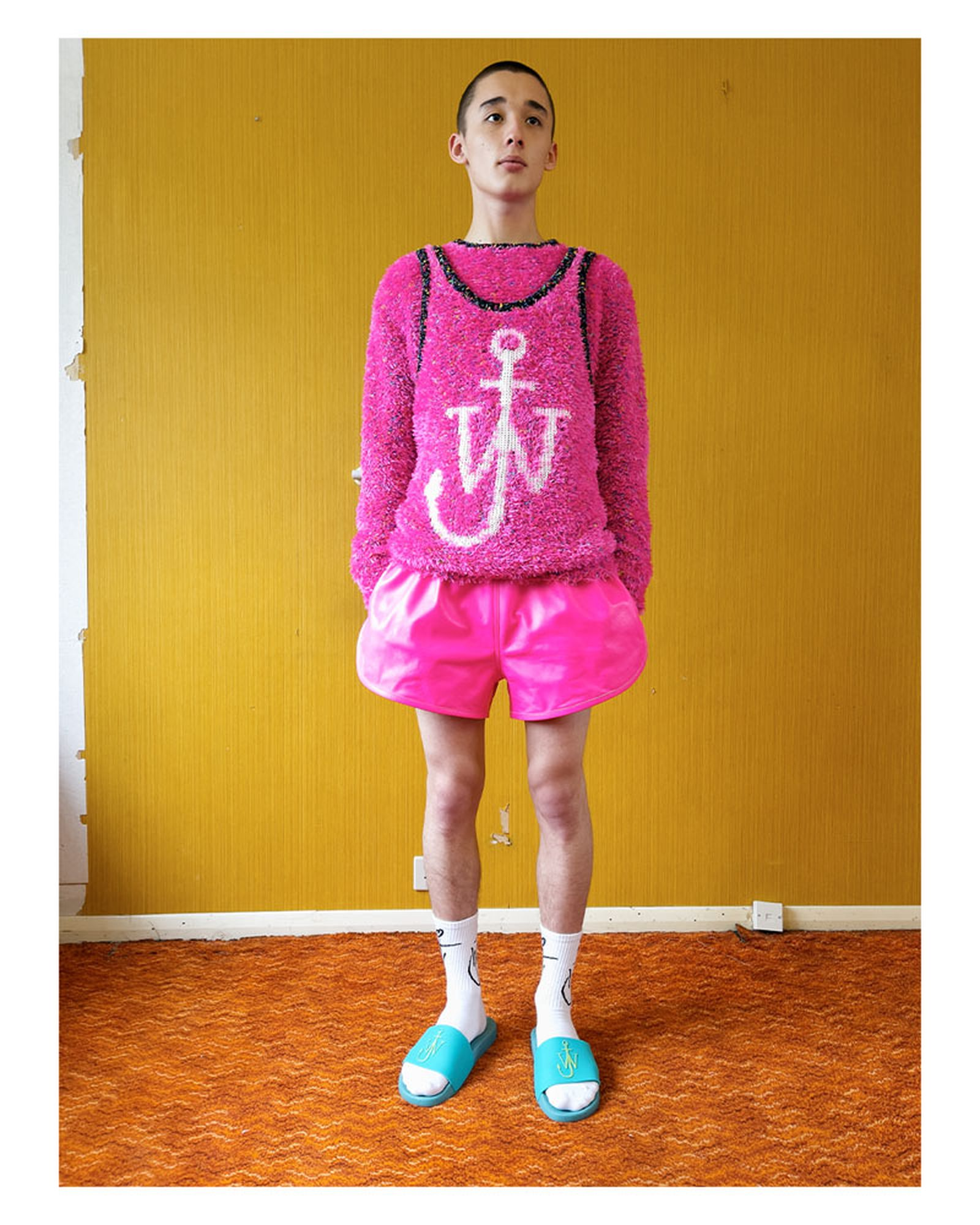 jw-anderson-ss22-fashion-show-02