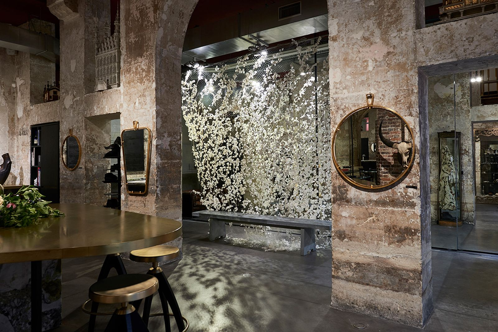 game-changers-best-store-interiors-changed-fashion-l'eclaireur-04