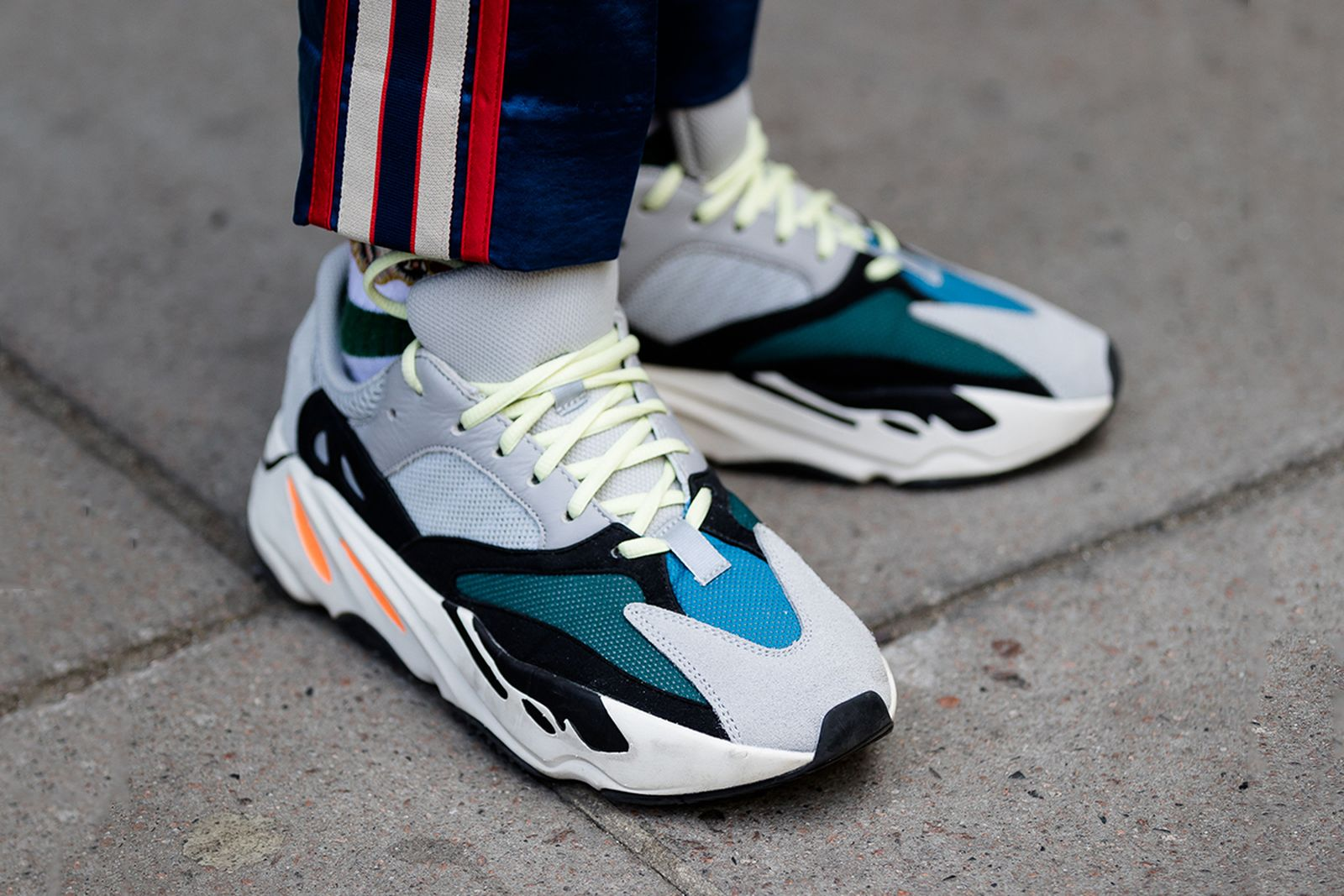 sonriendo domingo Seguir  adidas YEEZY Boost 700 Wave Runner: Buy & Sell at StockX
