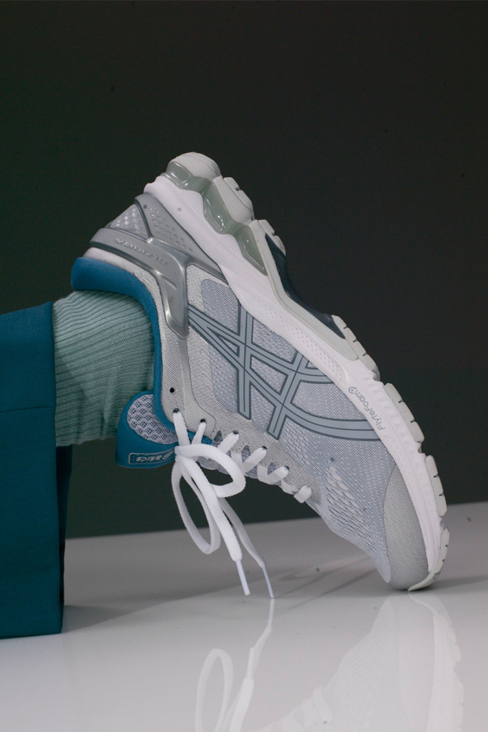 Mar sobras Entretenimiento  ASICS Drops New Colors of the GEL-KAYANO 26 & GEL-NIMBUS 21