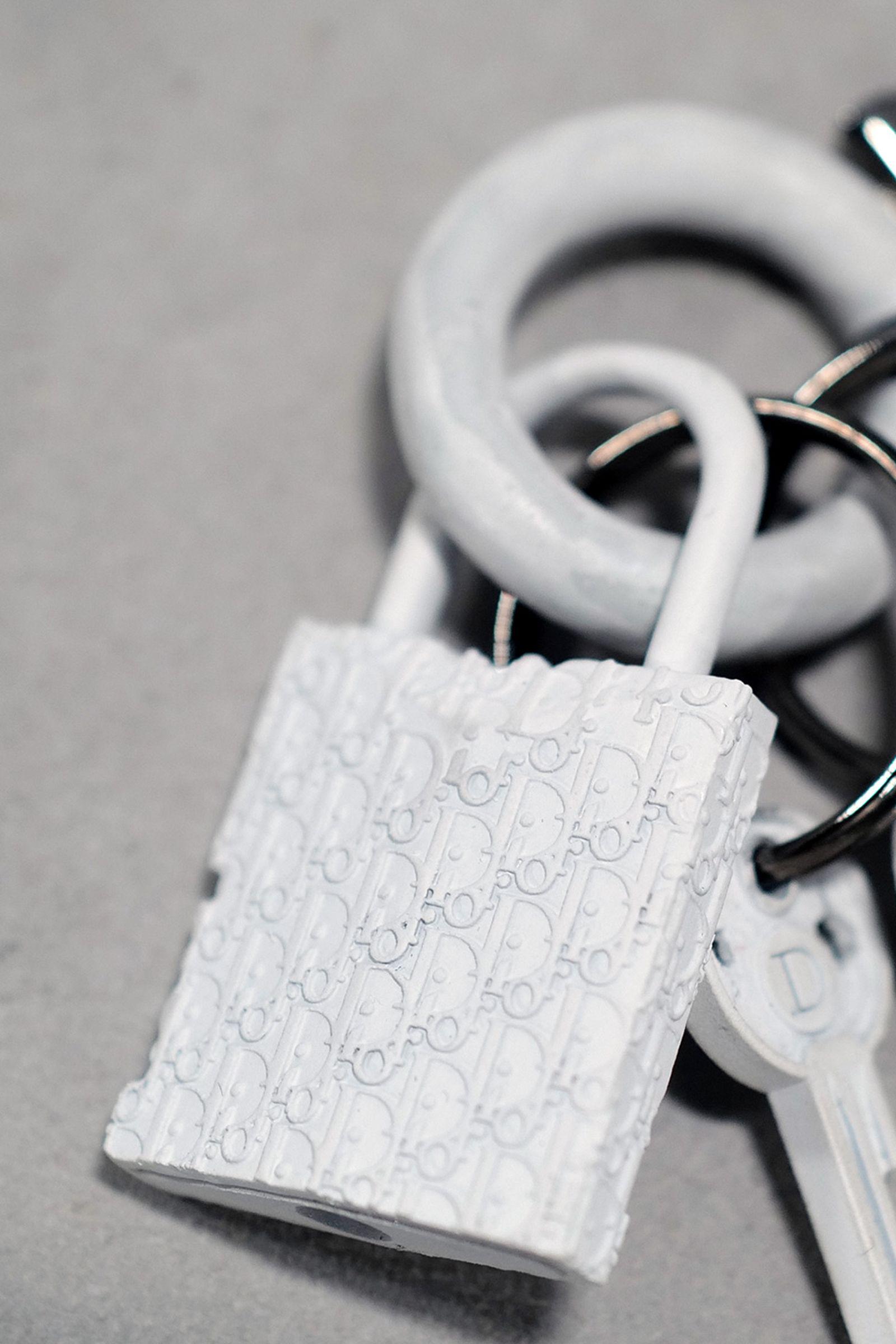J1070278 Leica Q2 paris fashion week