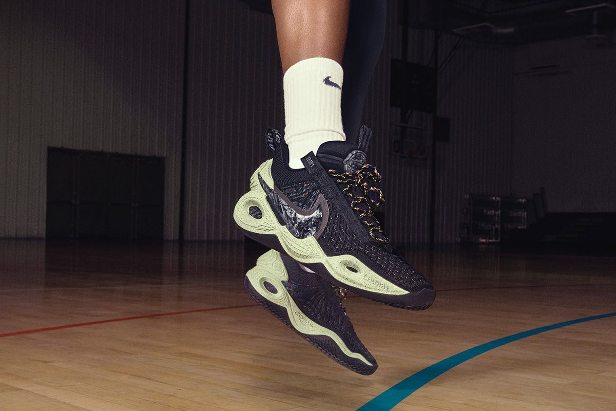 Nike's New Basketball Sneaker Is a Spacey '90s Hit 24