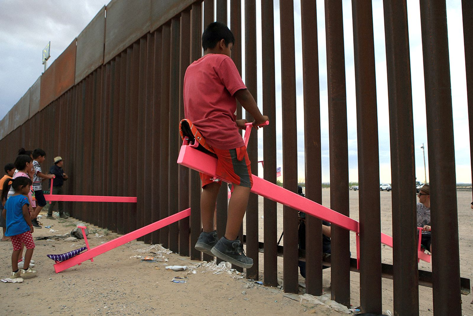 pink-seesaw-us-mexico-border-design-year-main