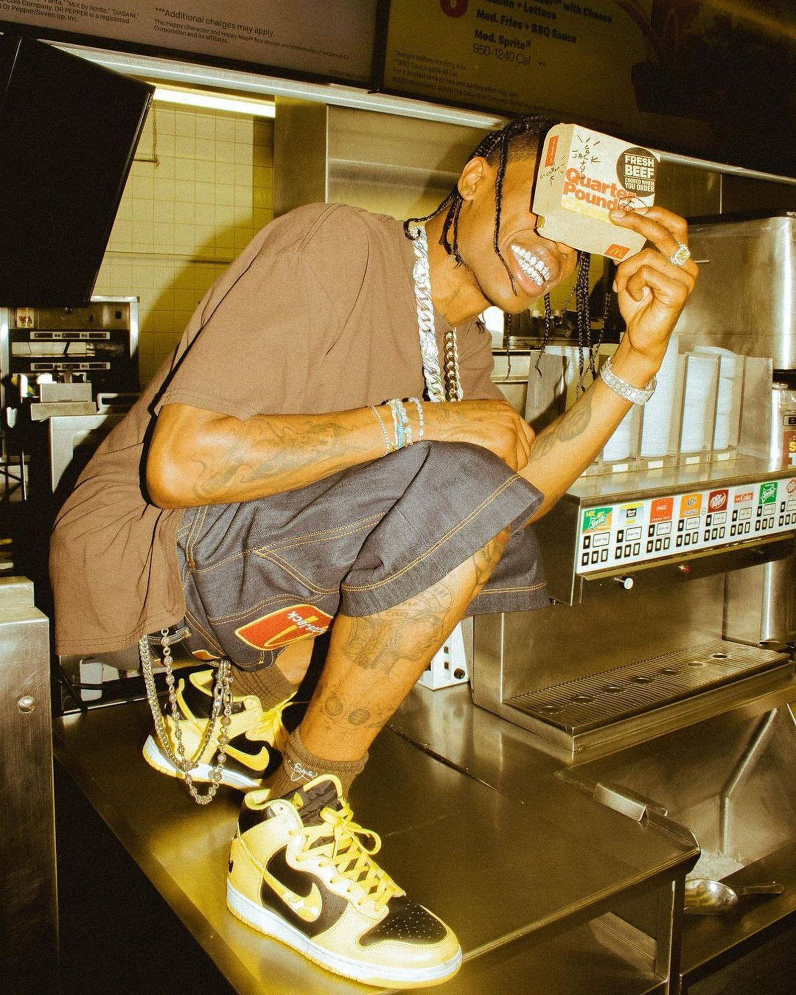 eoy-collabs-travis-scott-mcdonalds-01